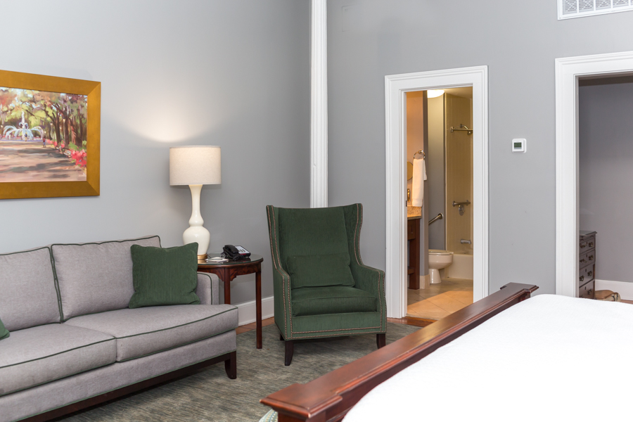Deluxe Accessible King Hotel Room in Savannah, GA